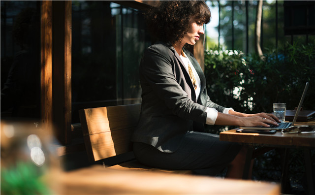 公司拖欠工资一直不发,想合法讨薪该怎么办?